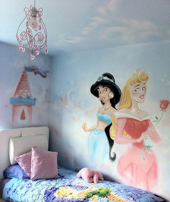 Beautiful Princess Graffiti Designs in the Wall
