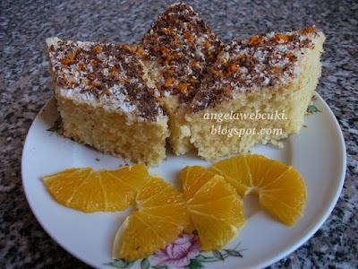 Narancsos sütemény recept, kevert tésztás, csokoládé reszelékkel meghintve.