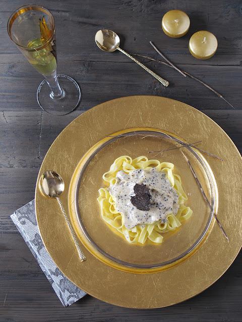 Pasta fresca con salsa de trufa negra. Receta.