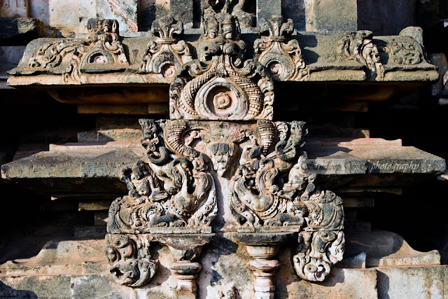 sculptures on the walls of Kashivishwanatha temple