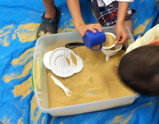 sand bucket (Brick by Brick)