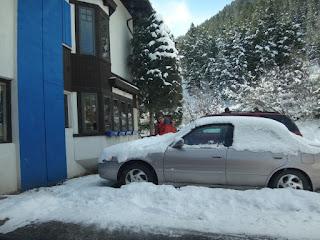 muita neve nos carros de aspen