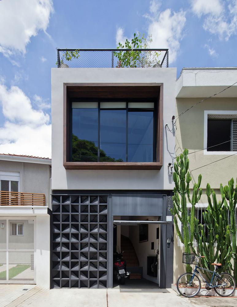 Sobrado invertido janela contempor nea for Casa minimalista pequena