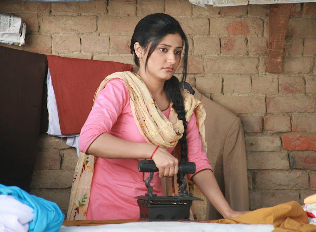 Ragini Khanna in Teen Thay Bhai