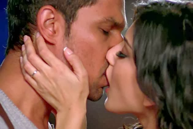 Sunny Leone Smootch and kiss