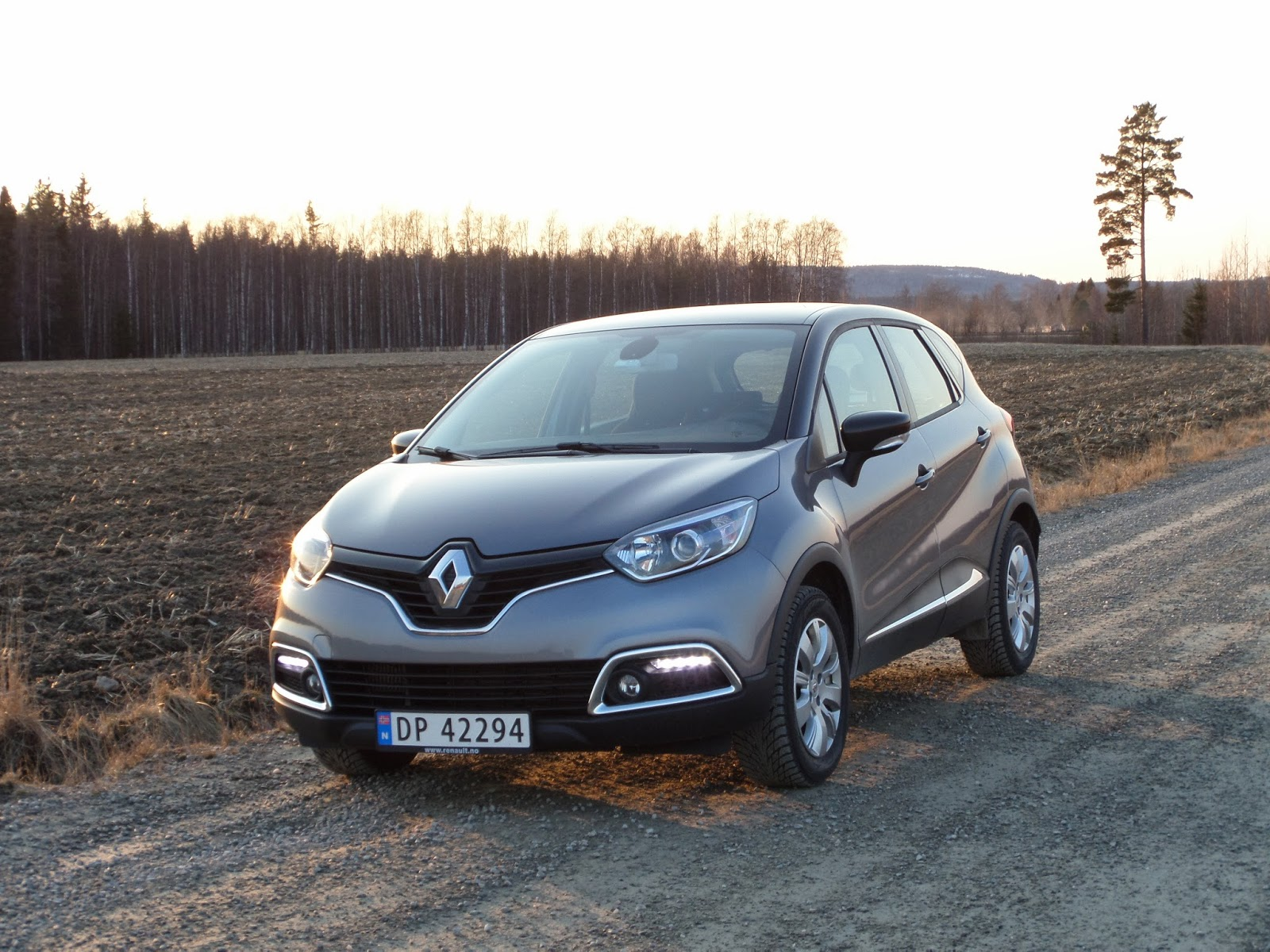 test renault captur tce 120 edc vellykket. Black Bedroom Furniture Sets. Home Design Ideas