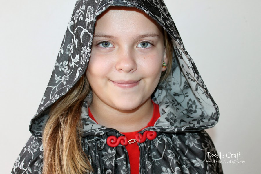 http://1.bp.blogspot.com/-glzH-2W18rQ/Uunliz1Ye9I/AAAAAAAAkXY/z6Kb33B9WwY/s1600/robe+hooded+cloak+cape+robe+clasp+hook+and+eye+polymer+clay+(5).JPG