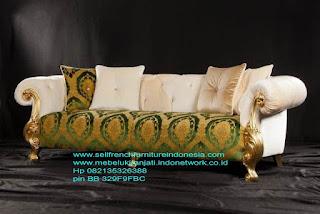 Jual mebel ukir jepara,Sofa ukir jepara Jual furniture mebel jepara sofa tamu klasik sofa tamu jati sofa tamu antik sofa tamu jepara sofa tamu cat duco jepara mebel jati ukir jepara code SFTM-22044