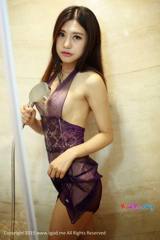 Hot girl ướt át cùng bộ ảnh show hàng trong nhà tắm