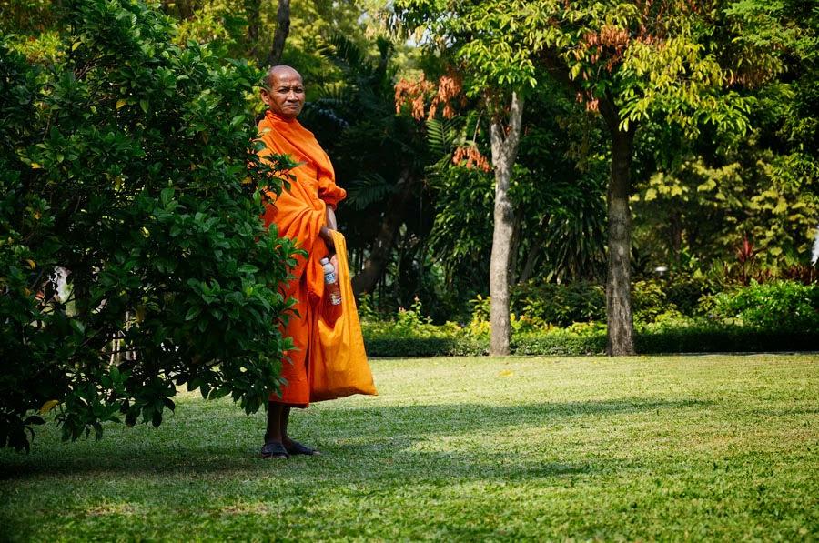 mnisi w tajlandii, wat, budda