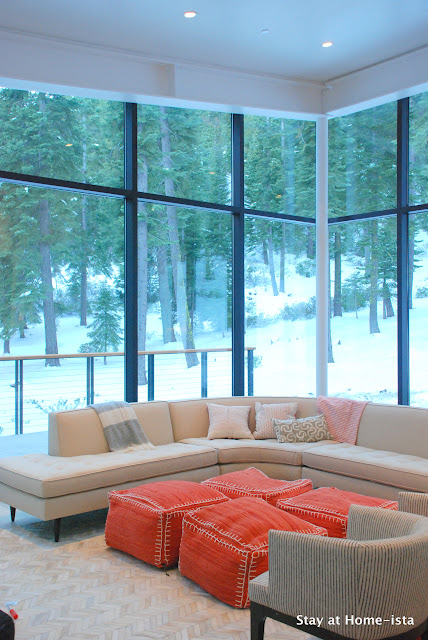 Stayathomeista modern vacation house living room with glass curtain walls