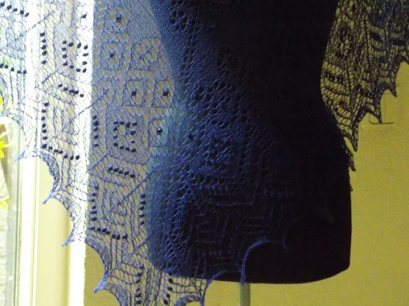 TE KOOP: donkerblauwe 3 hoeksjaal.