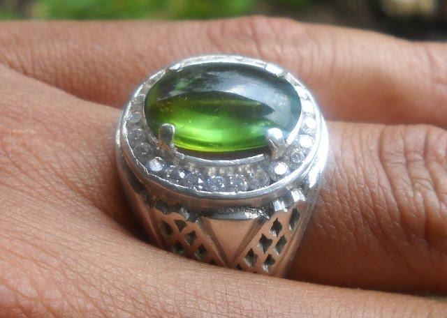 Koleksi Batu Antik: BM02- Batu Mulia PERIDOT- Hijau Kristal !!!_SOLD