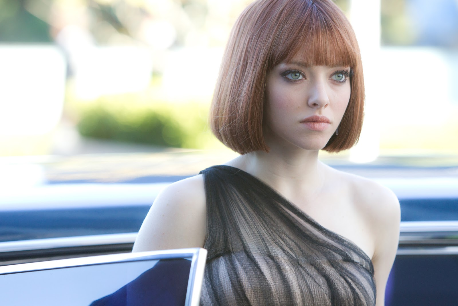 LOVE Amanda Seyfrieds makeup looks from the movie, In