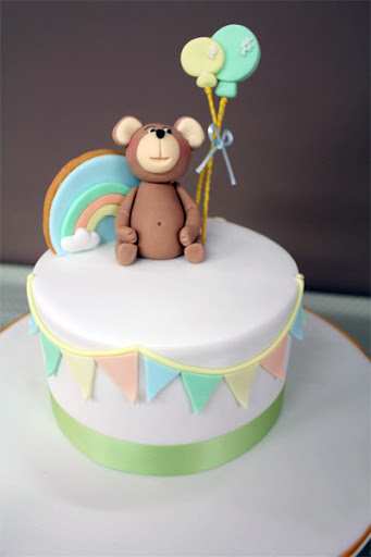 short and sweet bear cake