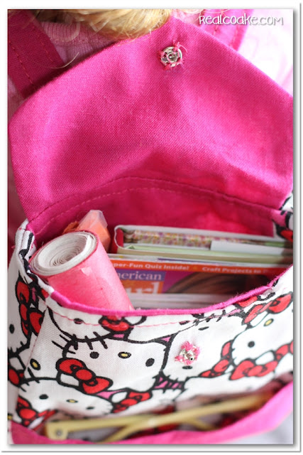 American Girl Doll pattern for cute backpacks for your dolls. #AmericanGirlDoll #Sewing #Pattern #AGDoll #RealCoake