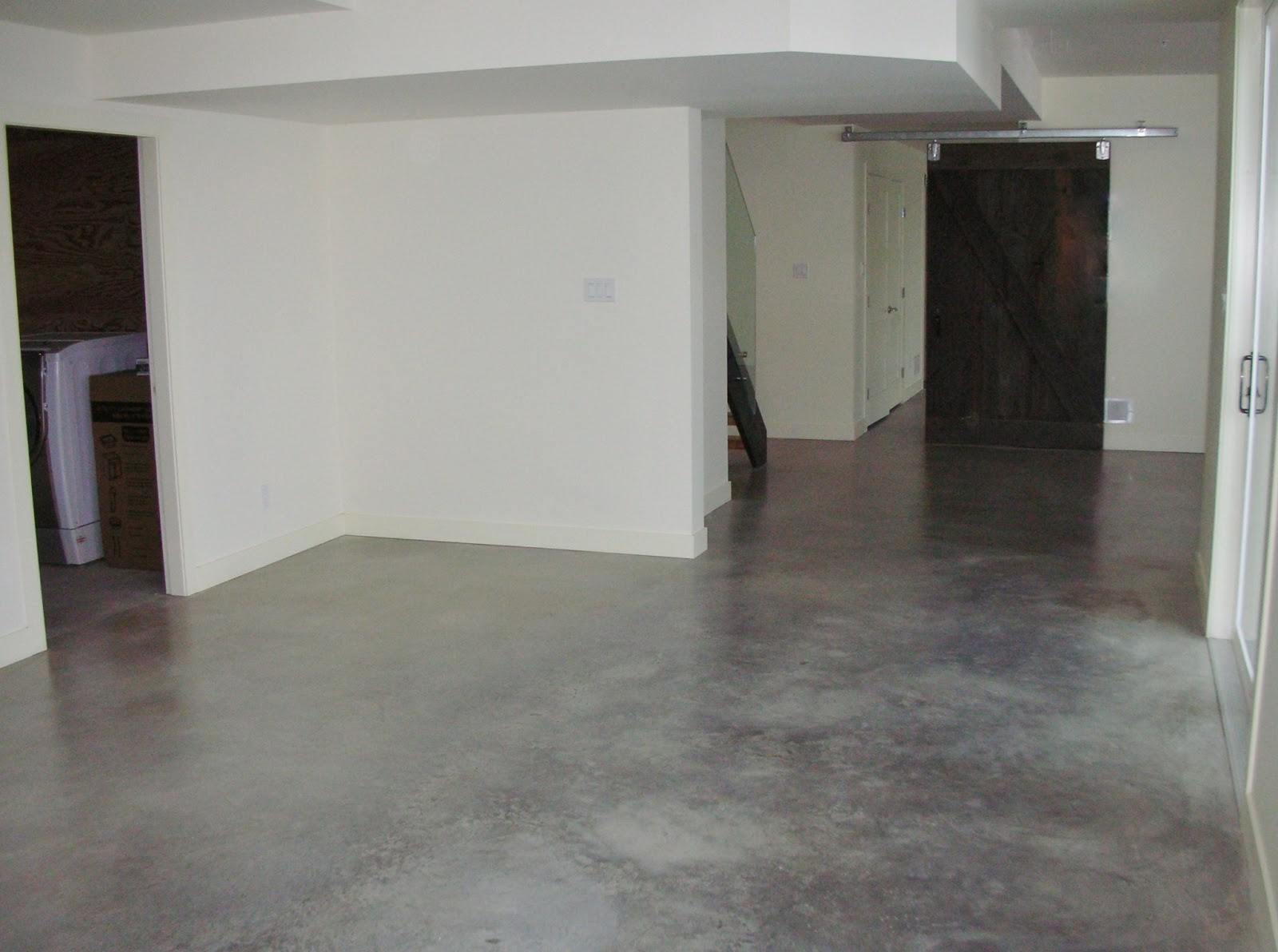 Mode concrete modern natural eco friendly basement for Flooring for concrete