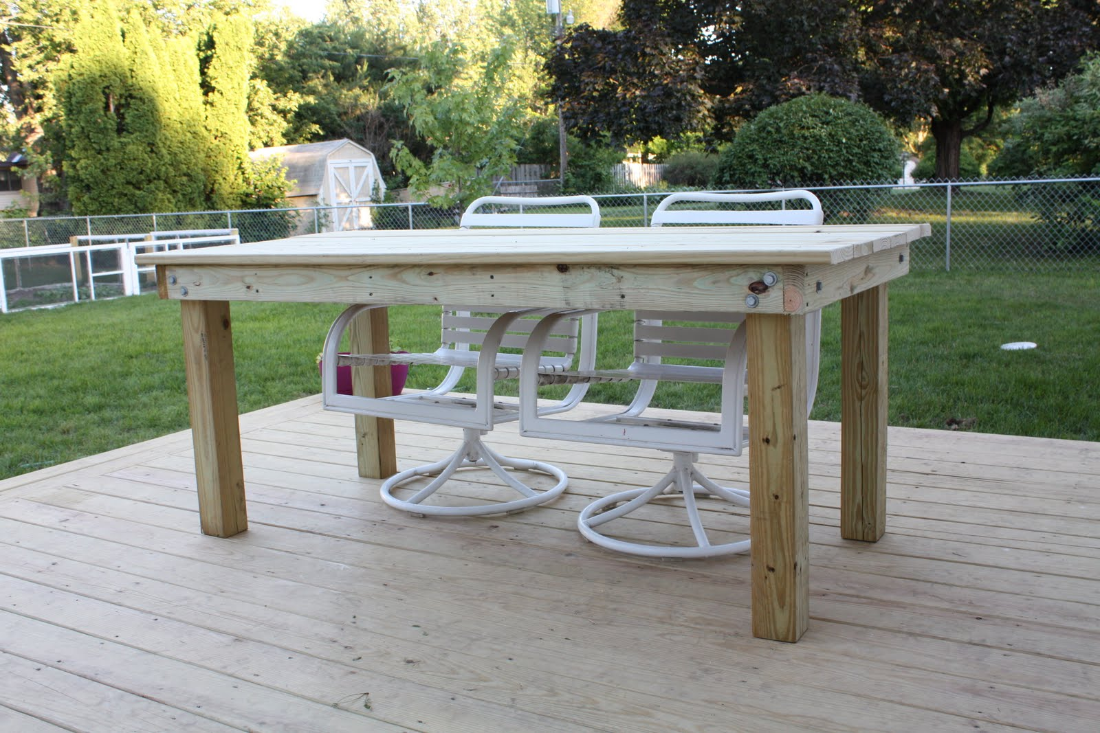 smithson life: Rustic Wood Patio Table