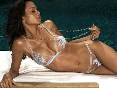 Leasi Andrews Bikini Wallpaper