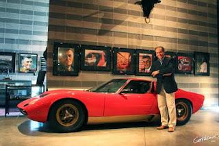 """Ketika pada tahun 1946 ia kembali ke rumah, ia mulai mencari nafkah memperbaiki traktor, yang pada saat itu adalah bagian yang banyak digunakan diproduksi untuk peralatan militer.Jadi dia secara bertahap didirikan produksinya traktor, akhirnya berubah menjadi cukup seorang pengusaha sukses.  Dia adalah seorang pria yang mencoba untuk menikmati hidup.Ferruccio memendam minat dalam mobil, terutama kecepatan tinggi, sehingga ia membeli selama beberapa tahun, beberapa mobil """"Ferrari"""".Tapi pada hari-hari, versi jalan dari """"Ferrari"""" tidak bersinar pengerjaan - Entstso Ferrari memberi semua energi dan kekuatan balap mobil dan mobil jalan dapatkan uang.Pada tahun 60-an awal di Ferruccio Lamborghini adalah """"Ferrari 250 GT"""", yang ia sering diperbaiki tanpa mendapatkan hasil yang tepat. Suatu hari, ketika ia mendapat nya """"Ferrari"""" dari layanan, di mana ia harus memperbaiki kopling, Ferruccio melihat bahwa masalah terletak pada kegagalan desain.Dia memutuskan untuk secara pribadi berbicara dengan Entstso.Akhirnya, ketika Lamborghini mulai menjelaskan sesuatu kepada Ferrari, ia menjawab bahwa traktor Ferruccio apa-apa tentang mobil sport eksotis.Ferruccio terluka dan ia memutuskan untuk membuktikan Entstso yang dapat melakukan lebih baik.  Dia berusaha tidak hanya untuk membuat mobil yang lebih baik dan lebih cepat, ia ingin kliennya selalu puas dan memiliki minimal masalah dengan mobil mereka.Menjadi orang yang sangat kaya, ia menyelenggarakan sebuah perusahaan """"Lamborghini Automobili"""" dan mulai membangun pabrik"""