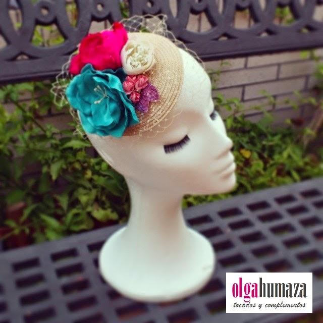 http://olgahumaza.blogspot.com.es/2014/06/a16-tocado-casquete-flores-aguamarina-y.html