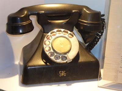 http://1.bp.blogspot.com/-goWOg3Zo3-M/UI5IbgjCFfI/AAAAAAAADiU/pSMKQ4Ey-gs/s400/telephone+60s.jpg