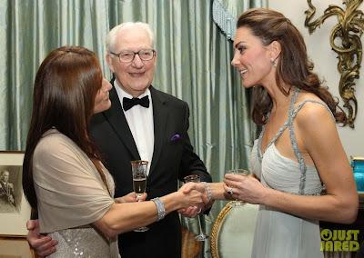 E Kate Middleton em baile de gala