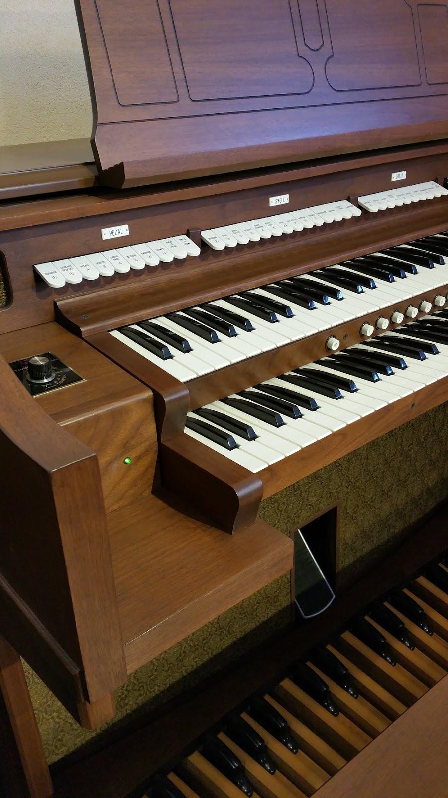 Used Allen ADC-220 organ - left stops