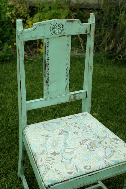 chair and table set painted and recovered http://bec4-beyondthepicketfence.blogspot.com/2011/08/chair-love.html