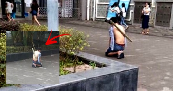 man kneels couple of hours for forgiveness of his girlfriend