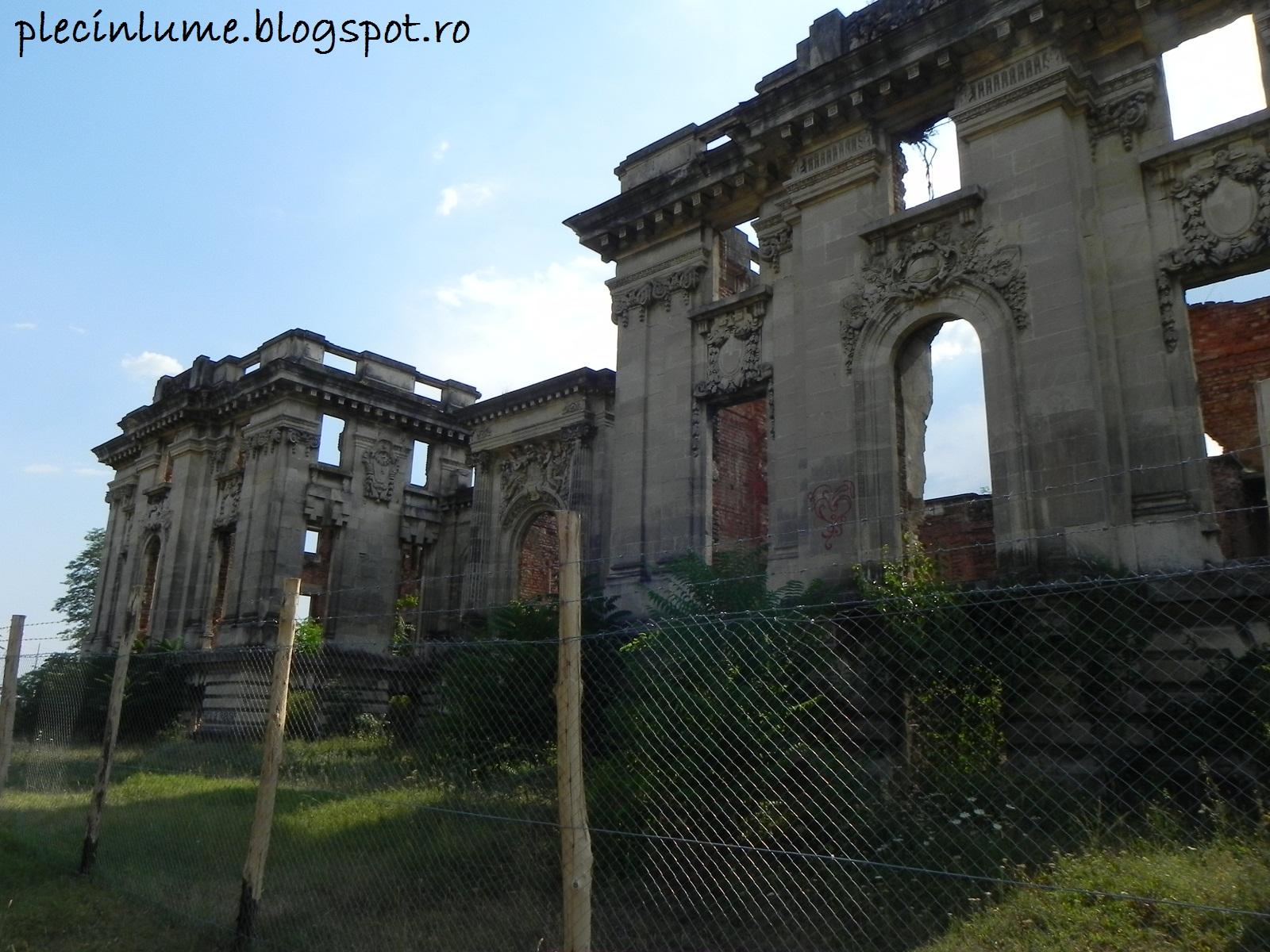 Micul Trianon azi in ruine