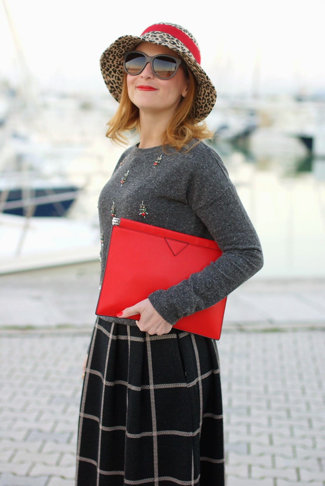 rhinestones sweatshirt, check midi skirt, cappello entrà, Fashion and Cookies, fashion blogger