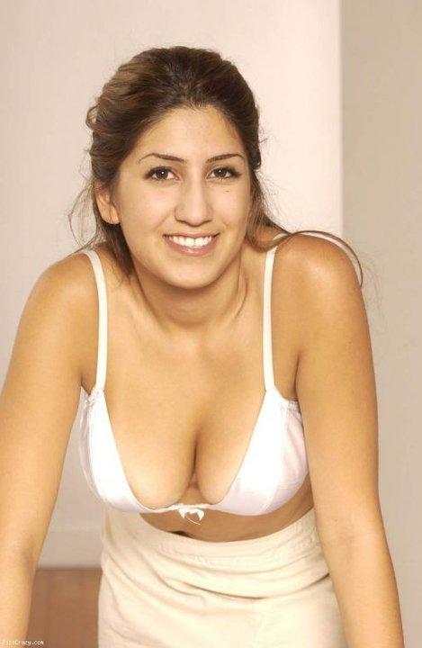 Hot Mallu Aunty Bikini Wallpapers | mallu aunty bikini ...
