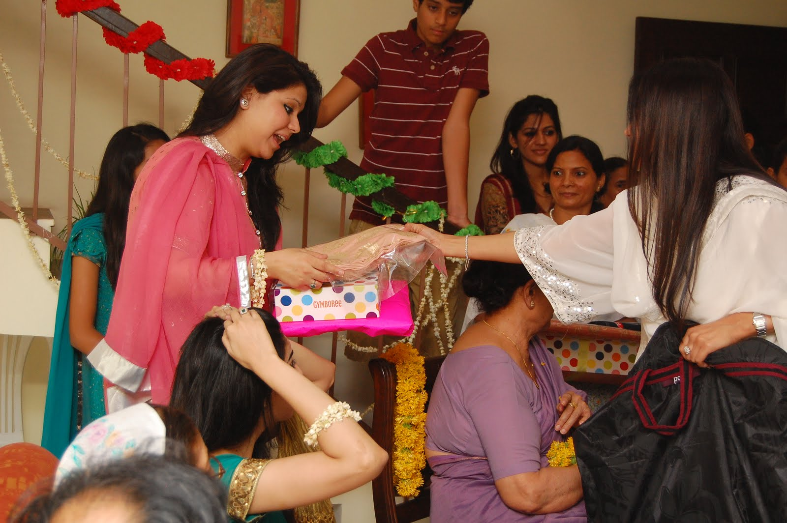 Wedding Gift To Sister In India : my aunt giving the brides sister in law a gift