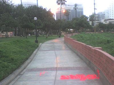 Distrito de miraflores grafitis en el parque domodossola for Piso 9 malecon center