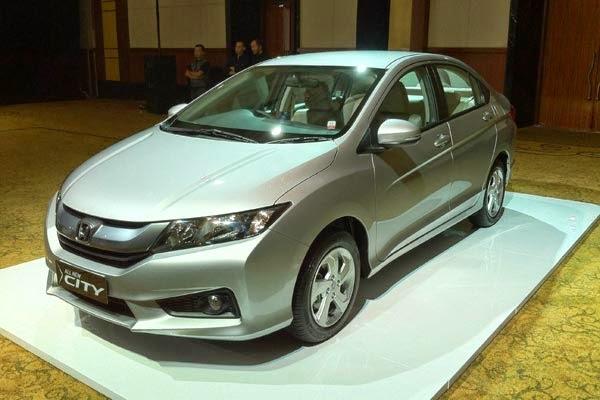 Kabar gembira badi yang sedang berkeinginan membeli Mobil Honda City di tahun 2014 ini. Tepatnya Kamis 24/04 kemarin PT Honda Prospect Motor telah meresmikan Generasi terbarunya. Honda City 2014 sedikit di reka ulang, diantaranya pada bagian interior.