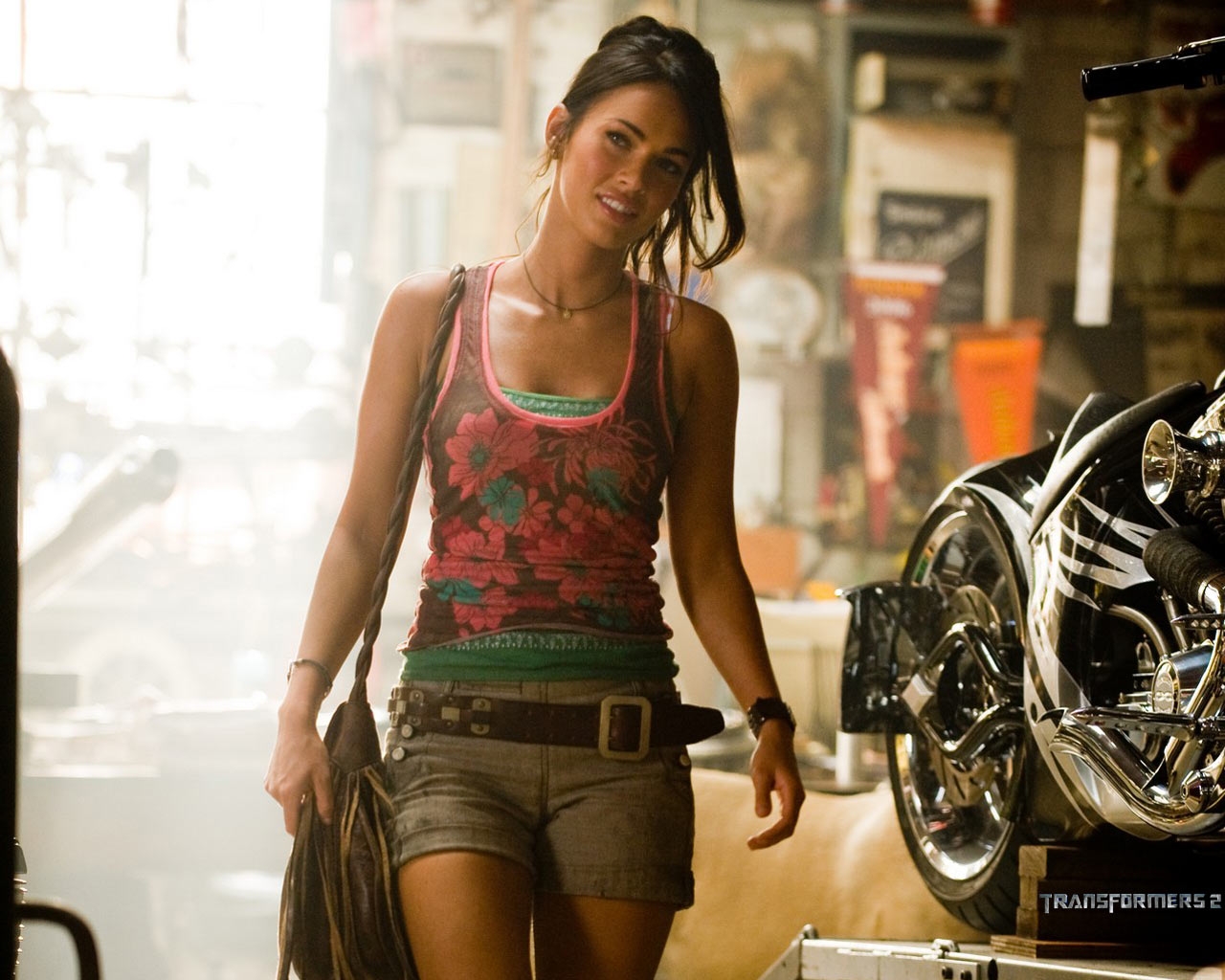 Megan fox hot wallpapers collection icon magazine for Megane fox transformers