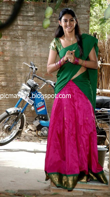 South indian mallu actress Kamana Jethmalani in a Sexy  saree pics bikini clavage navel show image