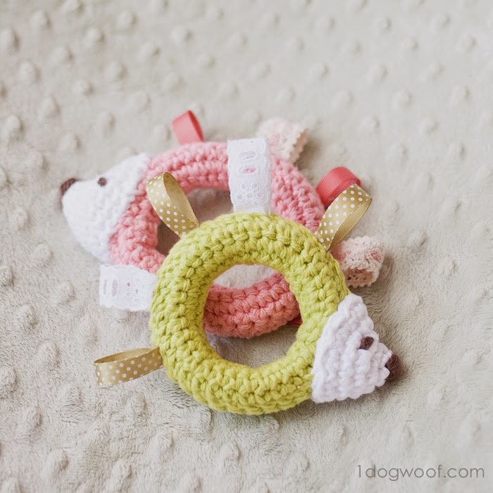 free crochet patter hedgehog tag teething ring