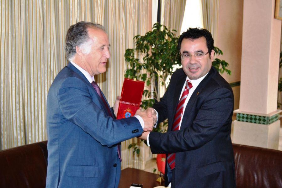 El alcalde de Tarifa, Juan Andrés Gil y su homólogo en Tánger, Fouad el Omari