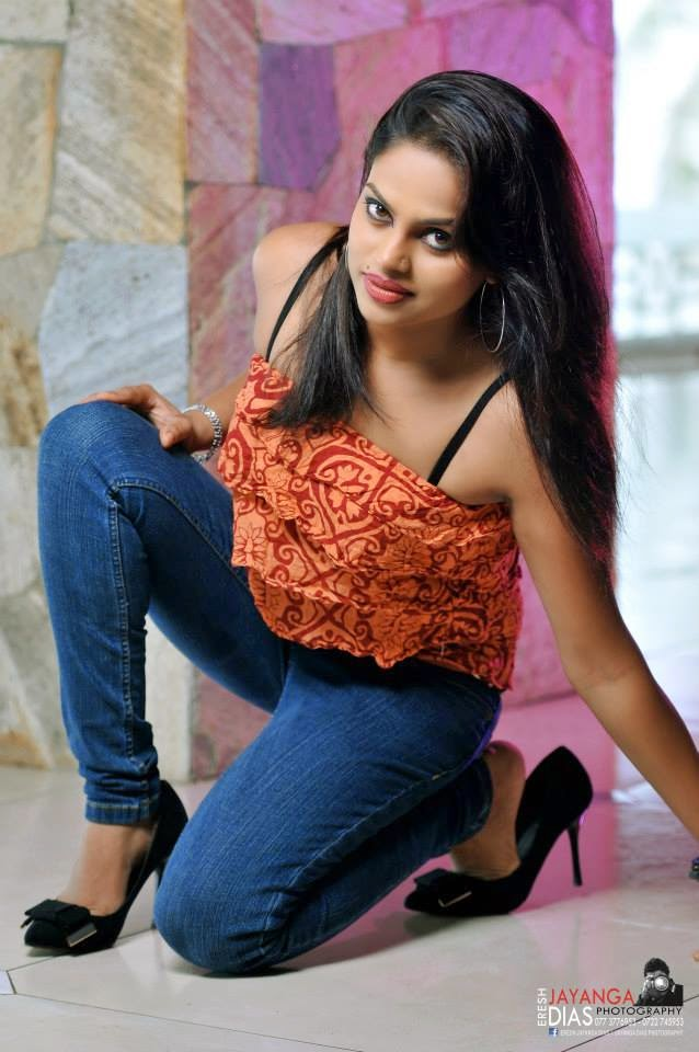Thanuja Jayasinghe tight jeans