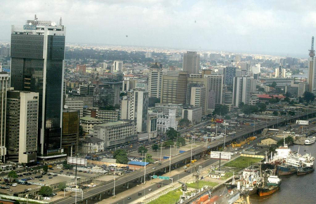 http://1.bp.blogspot.com/-gqkx-86yjHo/UauVsK7YvgI/AAAAAAAARCU/AmAIV_GUh5k/s1600/foreign-investors-rushing-to-nigeria.jpg