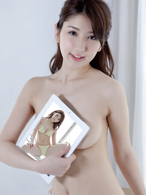 Arise/Alisa In Various States Of Bikini Modeling And Gadget Peddling