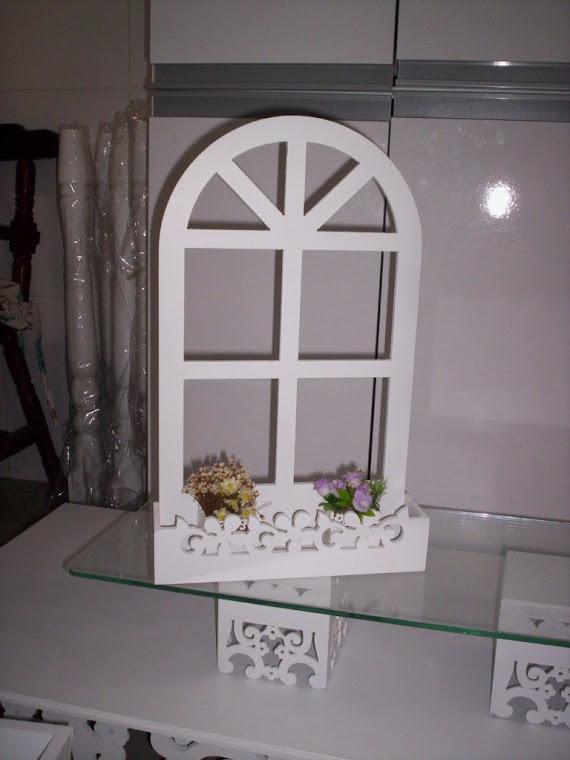Janelinha floreira de mesa