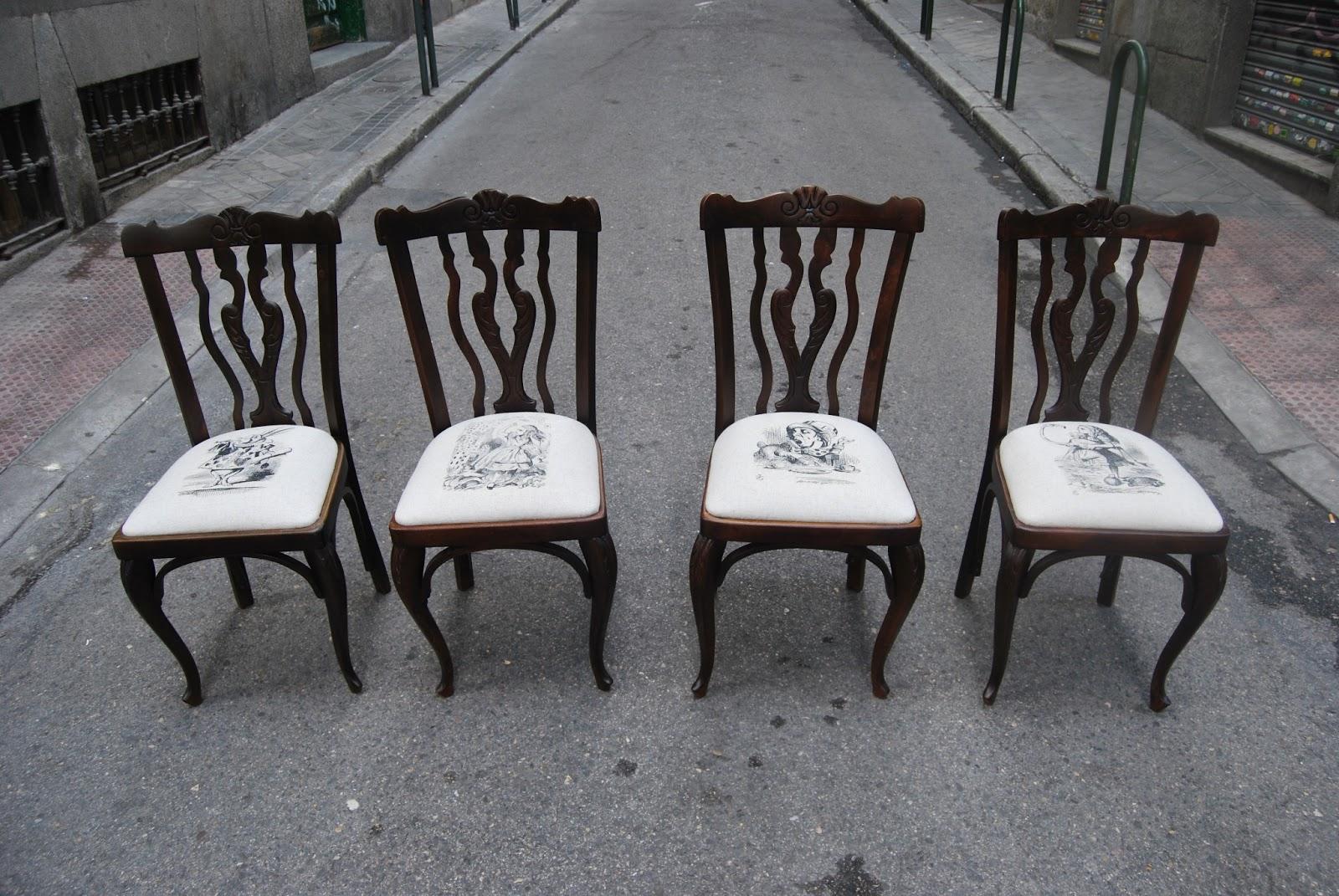 Sillas tapizadas con personajes de alicia en el pa s de for Sillas con apoyabrazos tapizadas