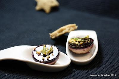 getrüffelte Entenleberpraline in Zartbitterschokolade mit Glühweingelee