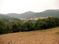 Sant Feliu de Rodors i Codinacs al darrere, des del Pla de Maria