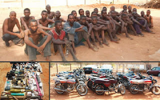 Arrested Boko Haram members and weapons and seized from them
