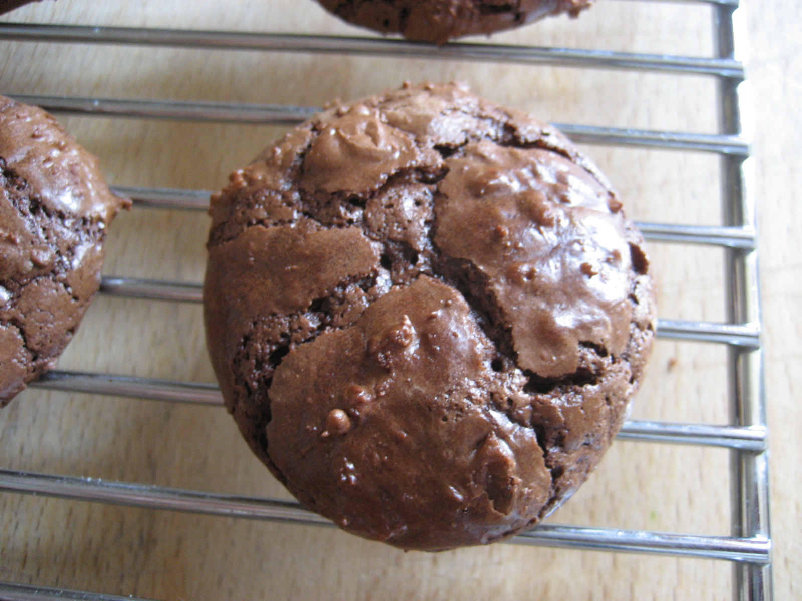 the nifty nest: Chocolate Meringue Cookies