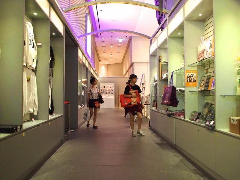 Ewha University Summer Studies Travel Seoul Lotte Fitin KPOP shop lunarrive singapore